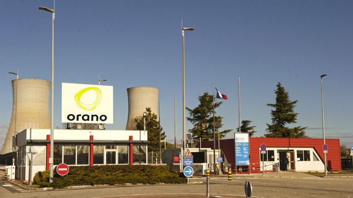 Le site nucléaire du Tricastin est un site industriel qui regroupe des installations du cycle du combustible nucléaire et une centrale nucléaire. Il est situé en France, dans la basse vallée du Rhône, au cœur de la région historique du Tricastin.